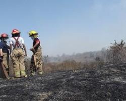 Tres casas se queman en El Florón