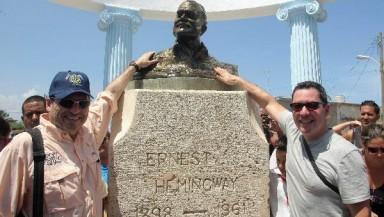 """COJIMAR, INSPIRACIÓN DE """"EL VIEJO Y EL MAR"""", RECIBE A LOS NIETOS DE HEMINGWAY"""